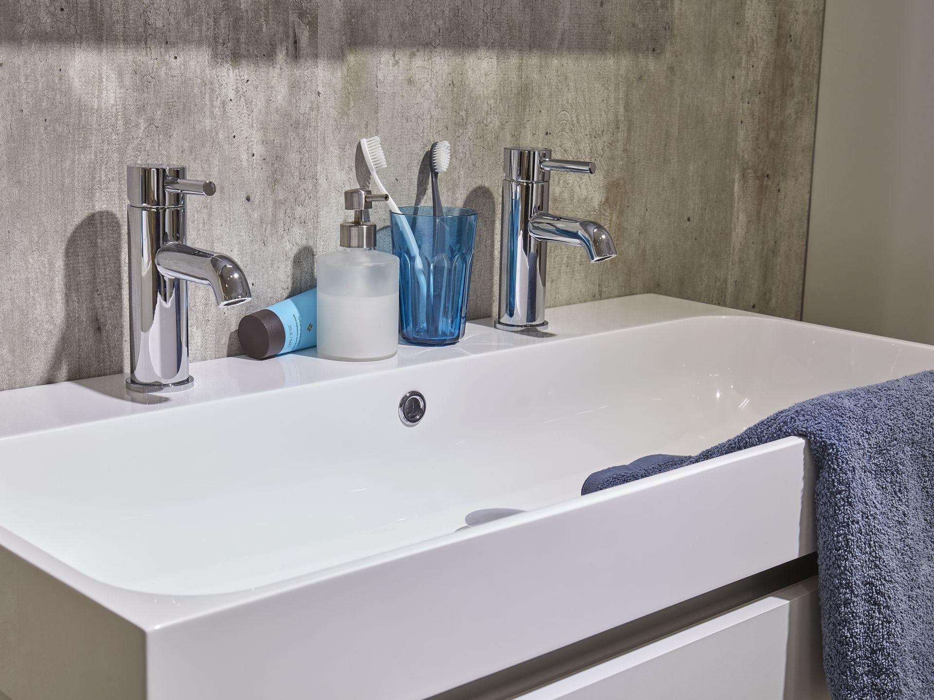 Badkamermeubel Met Vloerdelen : Organiseer je badkamer
