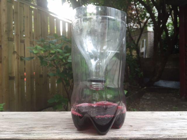Om in de diy-sferen te blijven: neem een plastic fles, bier en ducttape mee