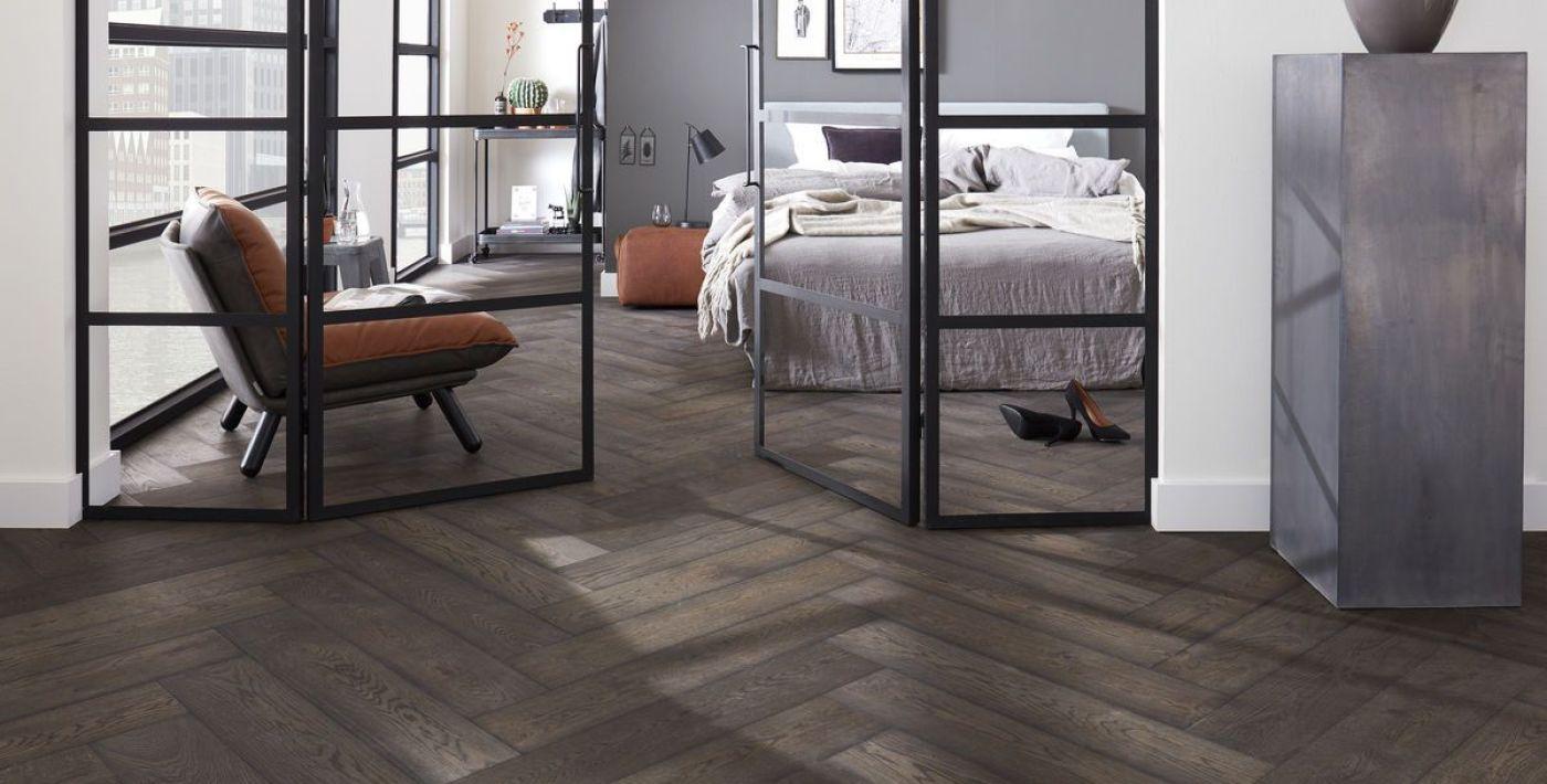 Donkere houten vloeren vind je bij bruynzeel home products